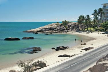 Einladender Strand in Bowen