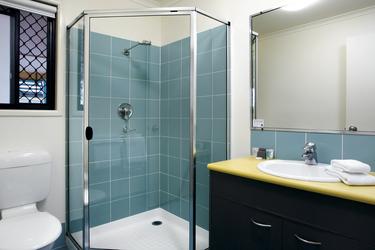 Bad mit Dusche/WC im Studio