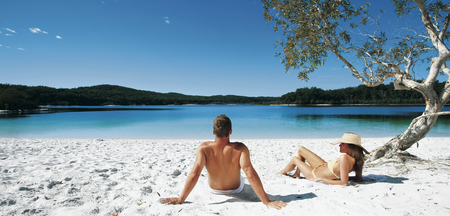 Am Lake McKenzie, © Darren Jew / Tourism Queensland