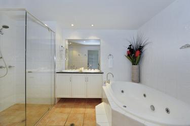 Separate Wanne und Dusche