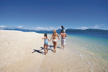 Familie am Strand von Fitzroy Island
