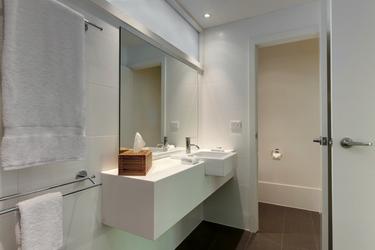 Modernes Bad mit Dusche/WC