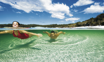 Erfrischung im Lake McKenzie , © Darren Jew / Tourism Queensland