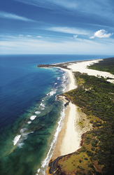 75 Mile Beach, Fraser Island, ©TOURISM QUEENSLAND