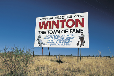 Roadsign Winton ©Tourism and Events Queensland