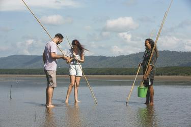 Speerfishing Cooya Beach, ©Tourism Australia