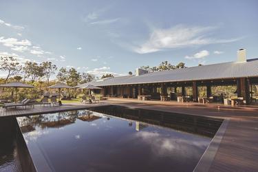 Pool und Gäste-Pavilion