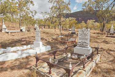Friedhof des ehemaligen Ortes, ©JASON IERACE 2018
