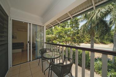 Balkon mit Garten-/Poolblick