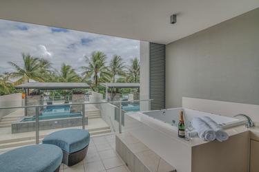 Apartment mit Terrasse und Pool