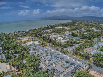 Coconut Grove, Port Douglas