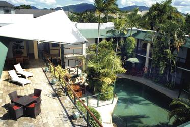 Bay Village Retreat - Innenhof mit Pool