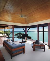 Windward Pavilion, Lounge mit Meerblick und Terrasse mit Mini-Pool