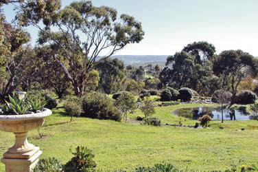 Großzügiger Garten mit Panoramablick