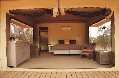 Komfortabel ausgestattete Zelte