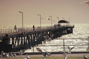 Pier in Glenelg am Strand