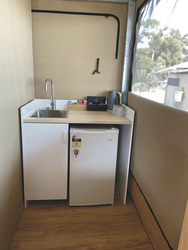 Spüle und Kühlschrank
