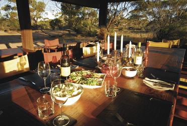 Abendessen im Kangaluna Camp