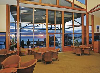 Lounge mit Blick auf die Bucht