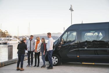 Tourfahrzeug und Teilnehmer, ©Alastair Bett