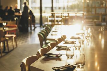 Im Restaurant, ©Hamilton Lund