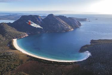Flug über die Wineglas Bay