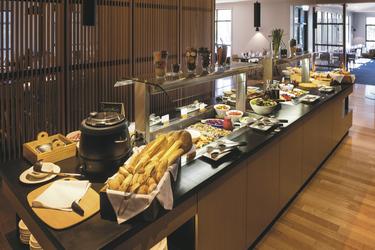 Buffet im Altitude Restaurant, ©Alastair Bett