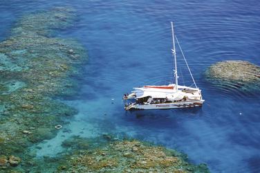 Segelkatamaran am Great Barrier Reef