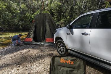 Gleich ist das Zelt aufgebaut!