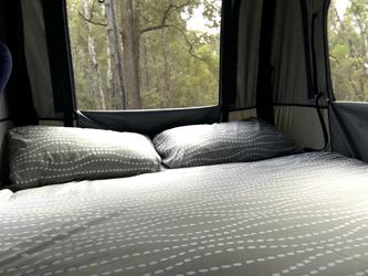 Doppelbett im Dachzelt