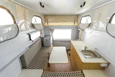 Geräumige Wohnkabine mit Hubdach