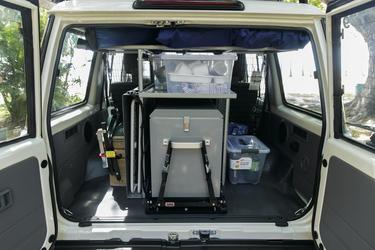 Kühlbox, Campingausrüstung und Stauraum
