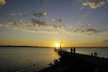 Sonnenuntergang am Pier von Metung