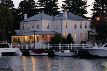 Oscars Waterfront Boutique Hotel
