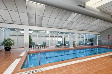 Pool im Clarion Suites Gateway