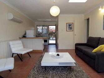 Küche und Wohnbereich (Beispiel)