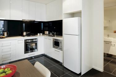 Komplett ausgestattete Küchen (Beispiel)
