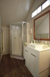 Dusche/WC in jedem Zelt-Bungalow