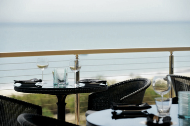 Strand- und Meerblick vom Restaurant