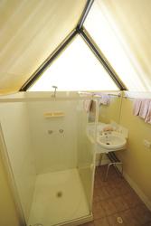Dusche/WC im Zeltbungalow