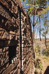 Zweite Dusche im Freien, Cliff Side Retreat