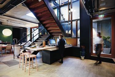 Rezeption und Gästelounge im Erdgeschoss