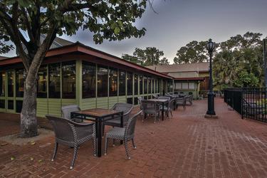 Restaurant/Bar mit Außenbereich