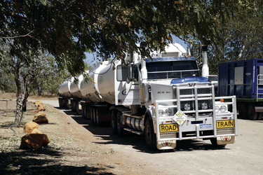 Typischer Road Train in den Kimberleys