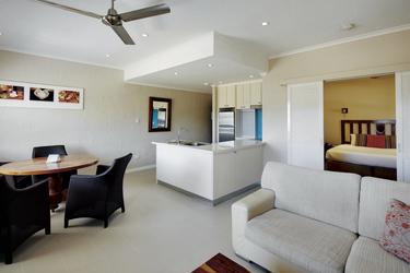 Wohnbereich im 1 Schlafzimmer Apartment