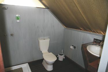 Privates Bad mit Dusche/WC