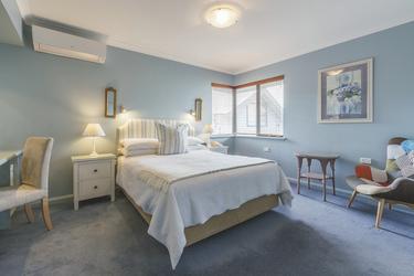 Zimmer im Haupthaus (Queensize-Bett), ©Code Lime Photography