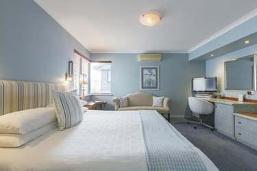 Zimmer im Haupthaus (Kingsize-Bett), ©Code Lime Photography