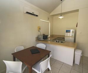 1 Schlafzimmer Apartment, Küche und Esstisch