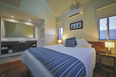 Hauptschlafzimmer in der Deluxe Villa, ©aabz-imaging